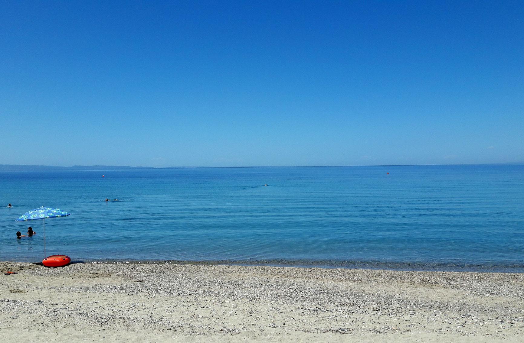 Paradisos beach next to Neos Marmaras village