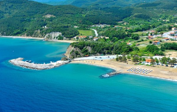 Stratoni beach